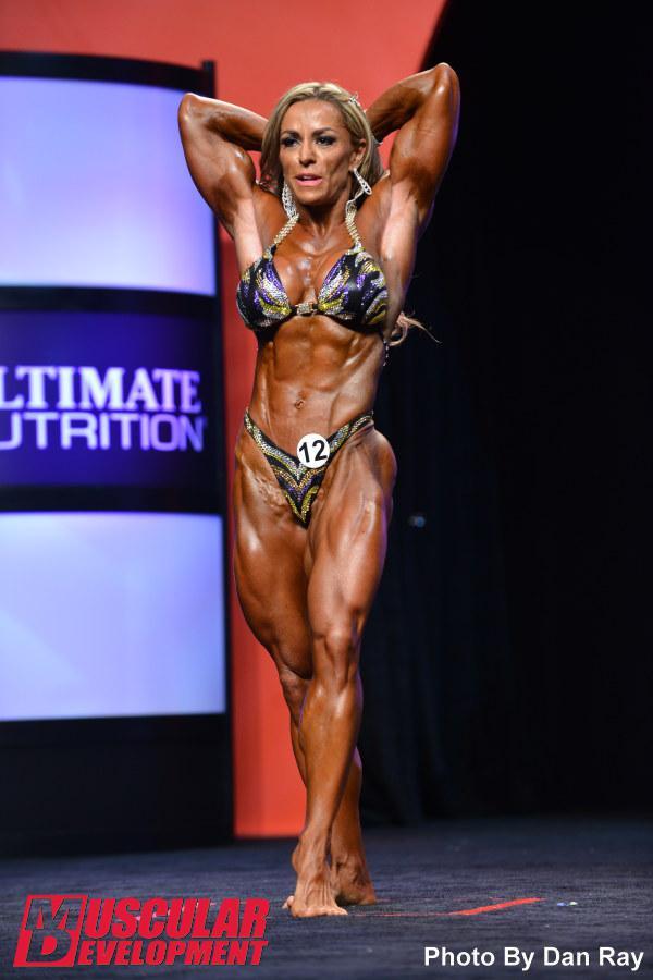 Juliana Malacarne Squat
