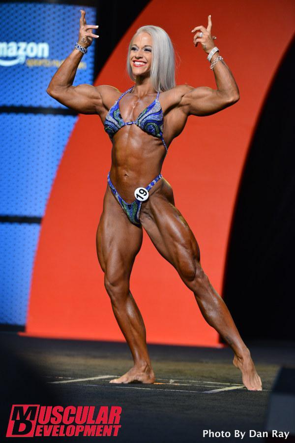Kira Neuman, segunda posición en Women's Physique Olympia 2015