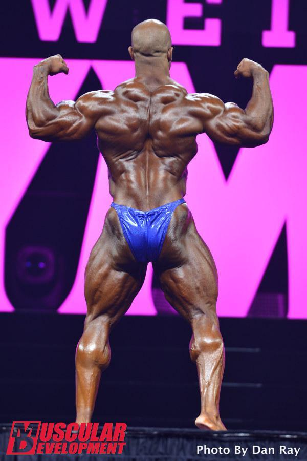 Victor Martinez en las semifinales de Mr Olympia 2015