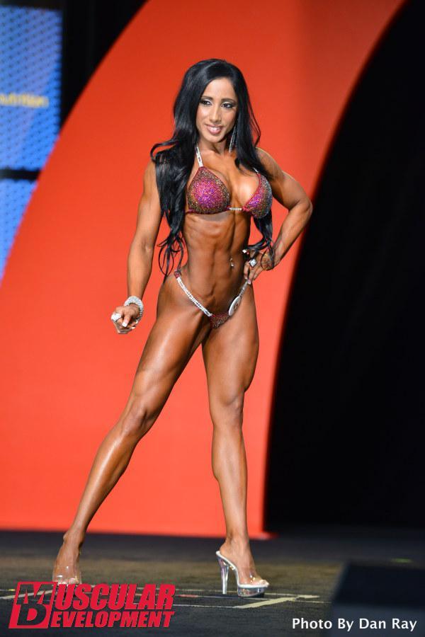 Narmin Assria, sexta posición en el Bikini Olympia 2015