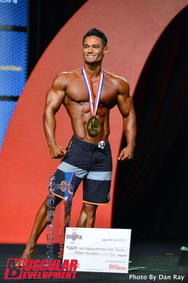 Jeremy Buendia posando como ganador