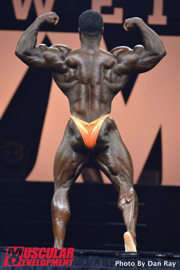 Brandon Curry en las semifinales de Mr Olympia 2015